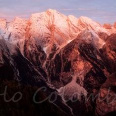 Enrosadira con la prima neve su questo colosso d'oltre Piave