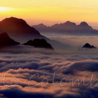 Nuvole e alba nelle Dolomiti Bellunesi