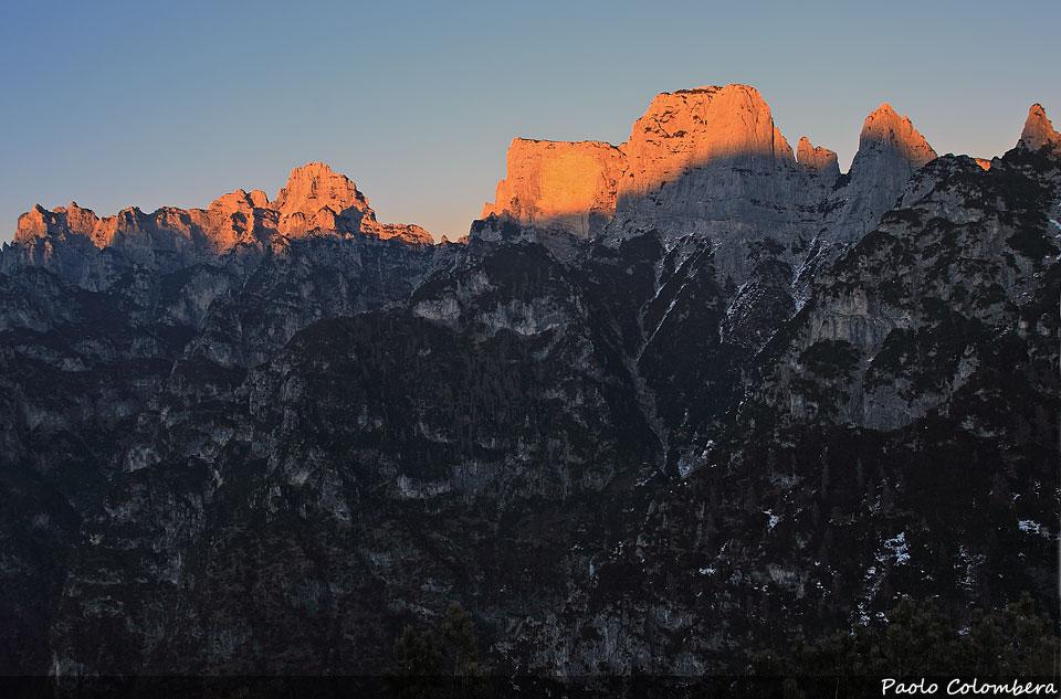 L'ultima luce illumina i Monti del Sole