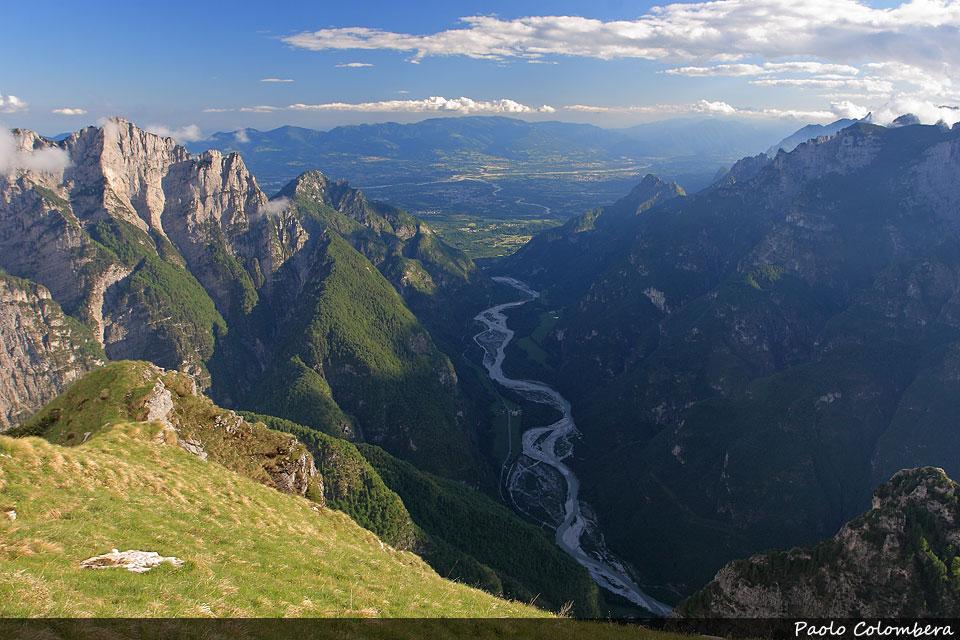Val Cordevole, sullo sfondo la Val Belluna