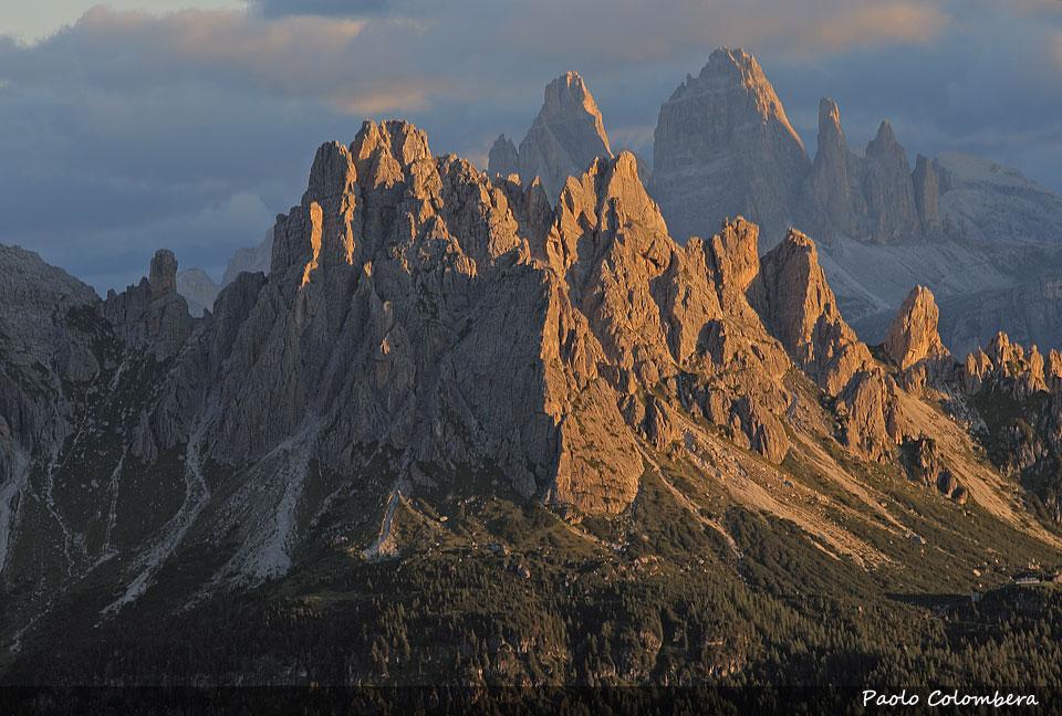 Monte Ciareido, sullo sfondo il profilo inconfondibile delle Tre Cime di Lavaredo