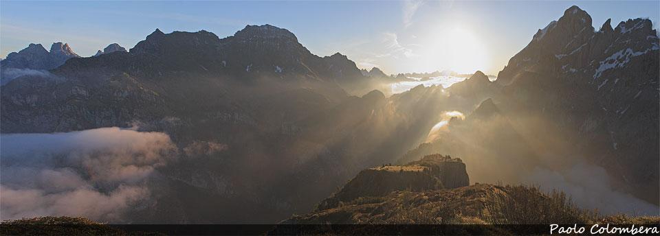 Il sole sorge tra Talvena e Schiara
