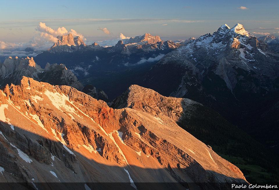 Tramonto verso la Croda di r'Ancona. Sullo sfondo il Pelmo (a sinistra) la Civetta (al centro) e le Tofane 8a destra)